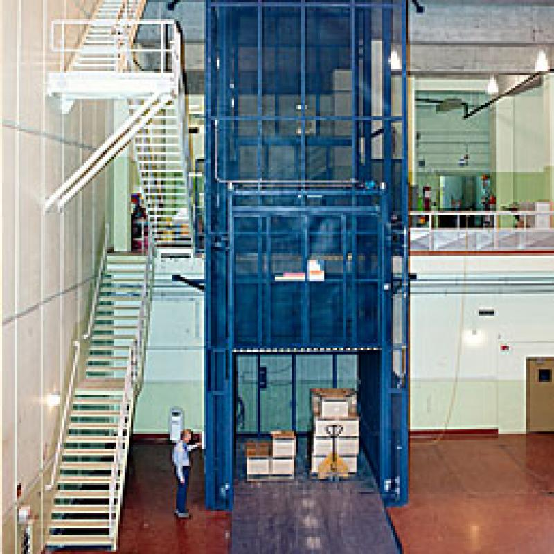 Mechanical freight lift cage