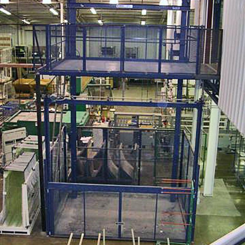 Multi-story hydraulic freight lift
