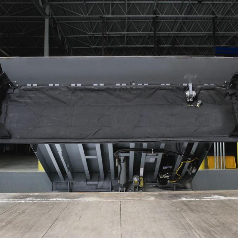 VHLS Dock Seal beneath raised dock leveler